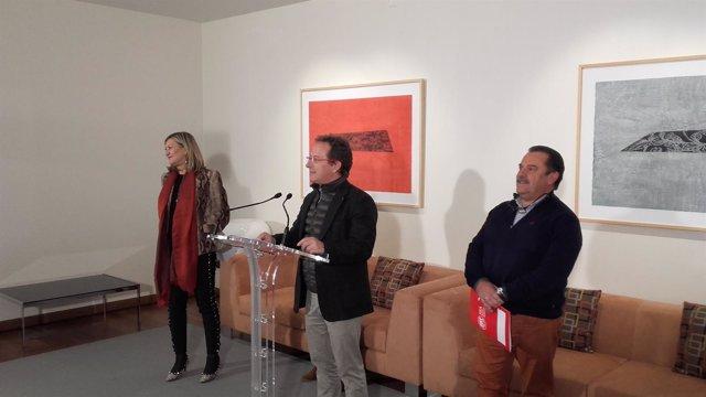 Pedro Hojas con Pilar del Olmo a su derecha