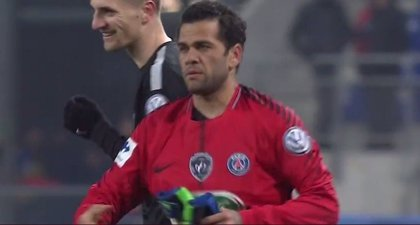 El PSG se mete en cuartos de Copa con Dani Alves de portero