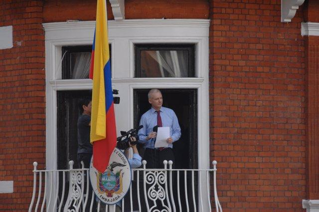 Julian Assange en la emabajda de Ecuador