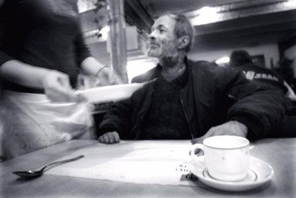 Más de 9 millones de españoles en edad de trabajar se encuentran en riesgo de pobreza, según un informe