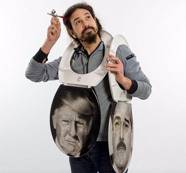 Inodoros con el retrato de Trump y Maduro de David Gatta