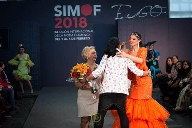 La Fundación Cajasol facilita un microcrédito a una empresa de moda flamenca.