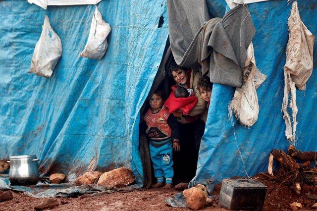 Niños desplazados en Idlib