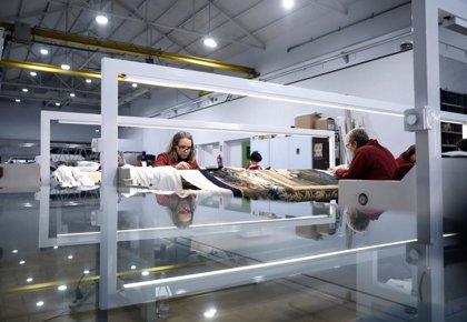 Iberdrola ilumina el taller de la Real Fábrica de Tapices con lámparas LED, que permiten reducir el consumo un 47%