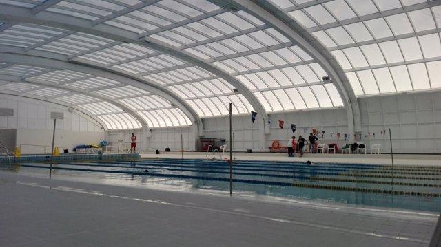 Reabre tras 19 meses de obras la piscina moscard con for Piscina municipal moscardo
