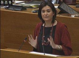 Carmen Montón en la tribuna de las Corts