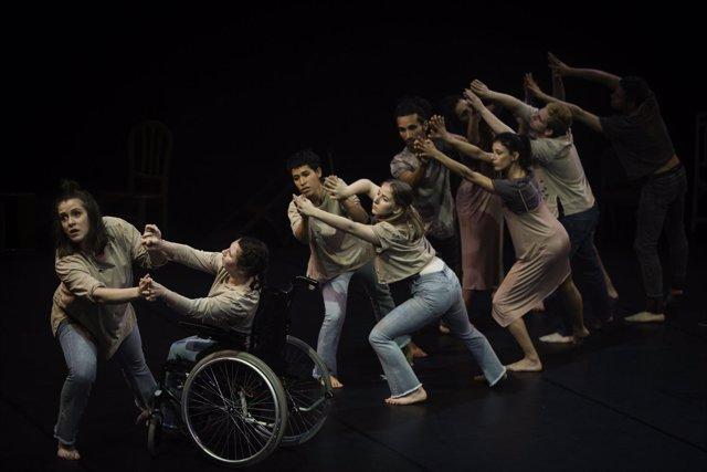 Bailarines del proyecto Let's Dance