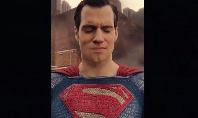 Henry Cavill como Superman en Liga de la Justicia