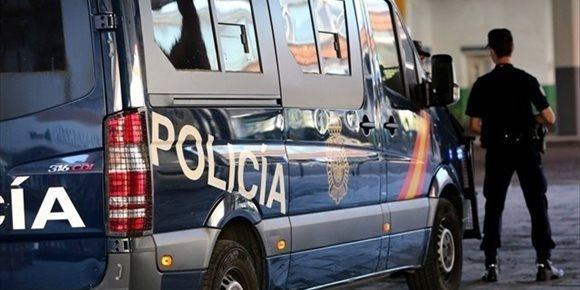 8. Un profesor que iba a entrar en prisión por estafa secuestra a una alumna para evitar ser detenido en Valencia