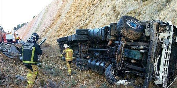 10. Muere el conductor de un tráiler en un accidente de tráfico en la A-2, en Cetina (Zaragoza)
