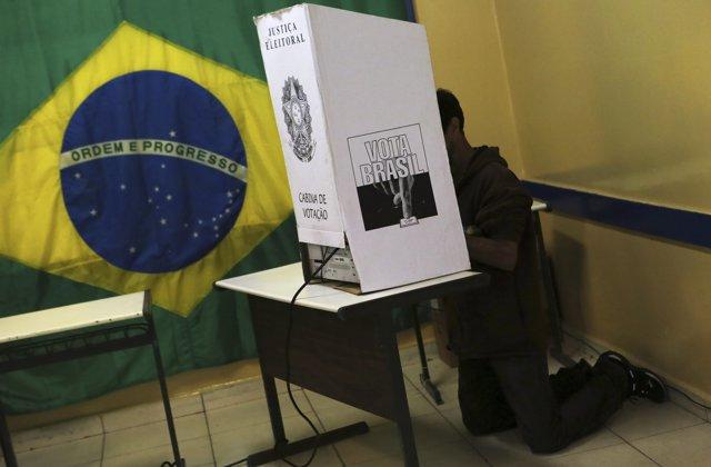 Urna en las elecciones de Brasil 2014