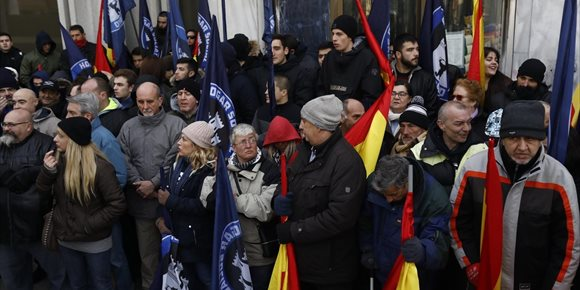 7. Aplazado el desalojo de Hogar Social Madrid en Banco de Madrid ante la resistencia de los ultraderechistas