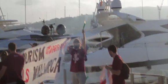 2. Citan a doce personas como investigadas por la protesta contra la masificación turística en el puerto de Palma