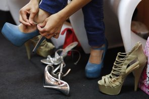 Desaconseja el uso de zapatos de tacón antes de los 16 años (REUTERS)