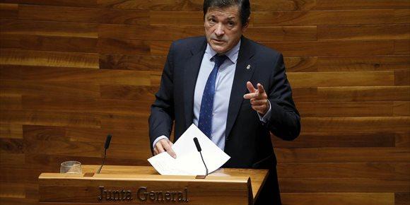 9. Javier Fernández insiste en que no es partidario de la cooficialidad del asturiano