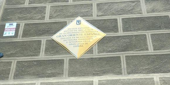 8. Ayuntamiento reivindica los valores de fraternidad de la masonería con una placa a la logía Grande Oriente Español