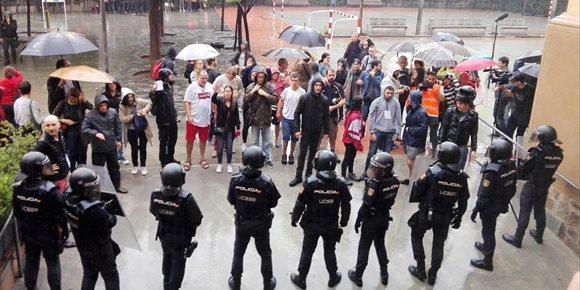 9. Los catalanes aprueban a Mossos y suspenden a CNP y Guardia Civil por el 1-O, según el CEO