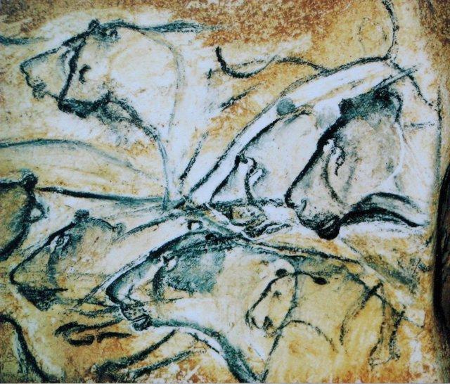 Réplica del dibujo de leones en la cueva de Chauvet