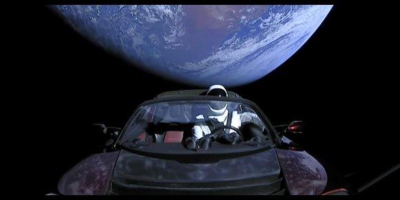 1. El Tesla espacial de Starman ya tiene matrícula interplanetaria