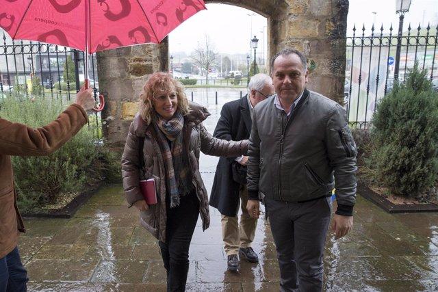 La vicepresidenta con el alcalde de Cabezón de la Sal