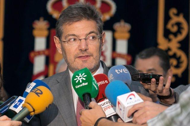 Rafael Catalá atiende a los medios