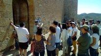 Visitantes en el Castillo de Mesones de Isuela