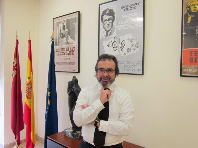 El consejero de Fomento Pedro Rivera en su despacho