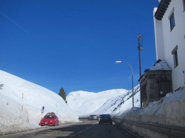 Carretera con nieve.