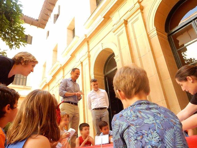 Javier Celdrán, Durante Su Visita Al Taller 'Los Primeros Navegantes'