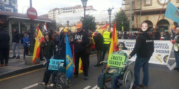 1. Ruido y amplio respaldo político en la multitudinaria manifestación en Oviedo de Jusapol