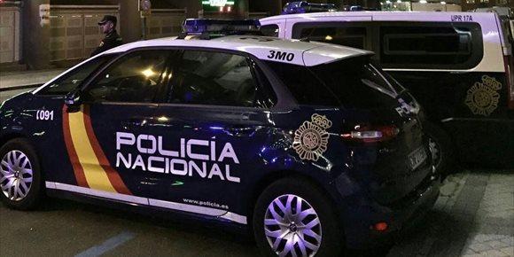 1. Varios agentes heridos al detener a tres ladrones que intentaban robar en una tienda de lujo en Serrano