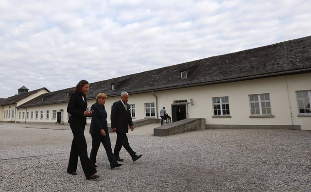 Angela Merkel en el campo de Dachau