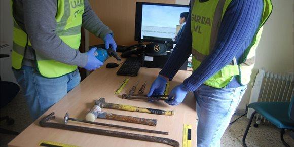 7. Detenidos cuatro jóvenes como presuntos autores de dos robos en establecimientos de Caldas de Reis