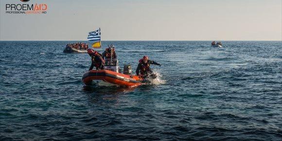 3. Los tres bomberos sevillanos detenidos en Lesbos en 2016 serán juzgados en mayo en la isla griega