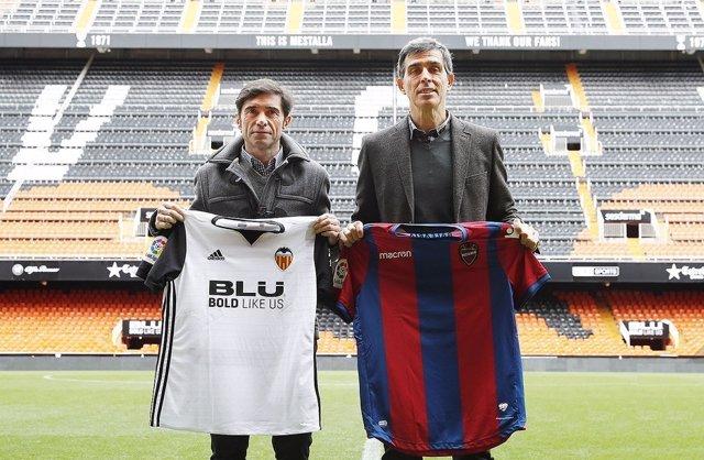 Juan Ramón López Muñiz posa con Marcelino en la previa del derbi valenciano