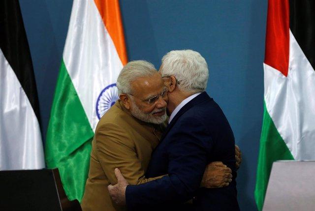 Mahmud Abbas y Narendra Modi en Ramala