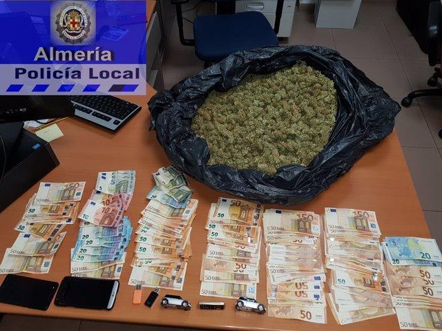 Material incautado por la Policía Local de Almería