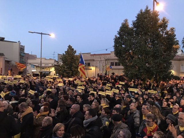 Concentración en Sant Vicenç dels Horts para pedir la libertad de Junqueras