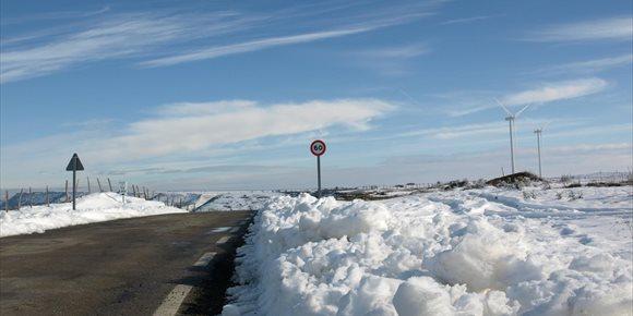 1. Cinco puertos permanecen cerrados al tráfico por nieve en Cantabria