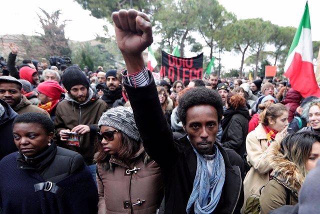 Manifestación en Macerata contra el fascismo y el racismo