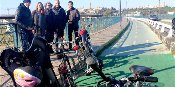 10. IU y Participa Sevilla reclaman un carril bici que una la nueva pasarela sobre la SE-30 con el parque Vega de Triana