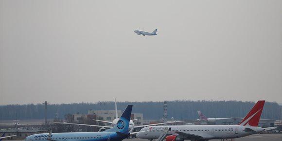 3. Rusia busca un avión que ha despegado del aeropuerto moscovita de Domodedovo con 71 personas a bordo