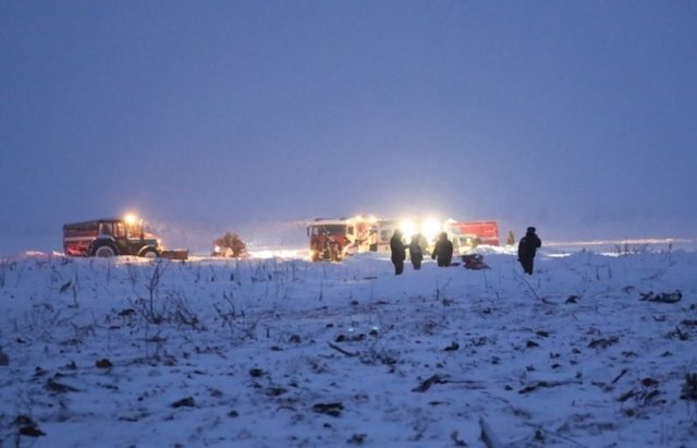 El lugar del accidente del avión Antonov 148 que se ha estrellado cerca de Moscú