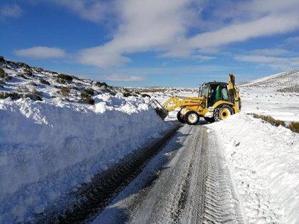 Cuatro puertos de montaña cerrados al tráfico por nieve y riesgo de aludes