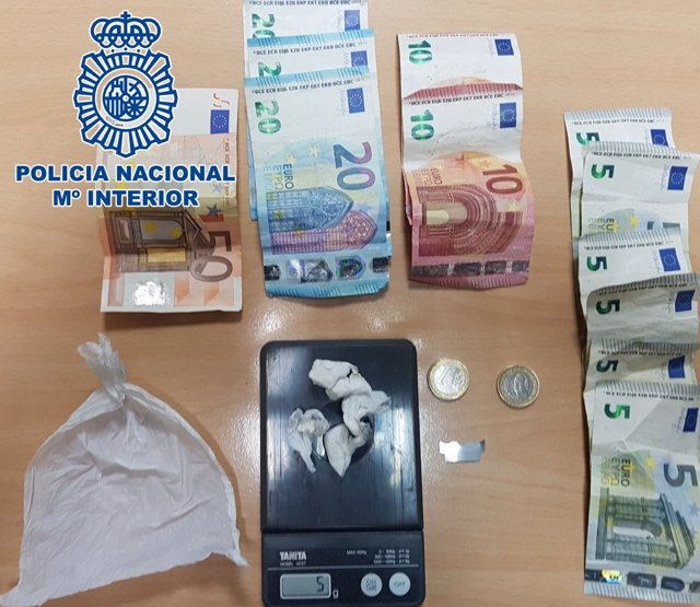 """Nota De Prensa:""""La Policía Nacional Detiene A Un Hombre Por Tráfico De Drogas En"""