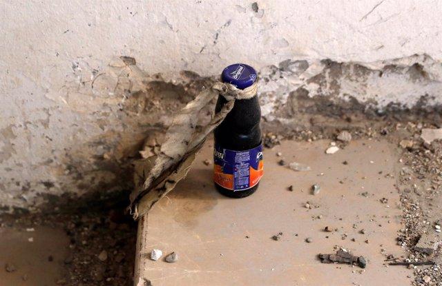 Un artefacto sin explotar en un bote de zumo dejado por Estado Islámico en Raqqa