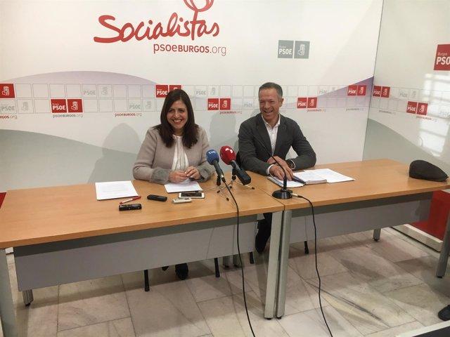 Esther Peña y Ander Gil en una rueda de prensa del PSOE de Burgos