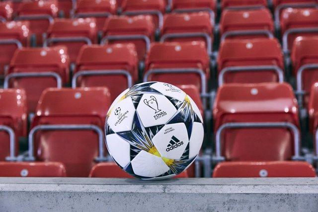Nuevo balón oficial de adidas para las eliminatorias de la Champions 17-18