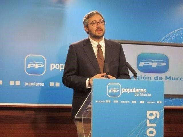 El portavoz regional del PP, Víctor Martínez