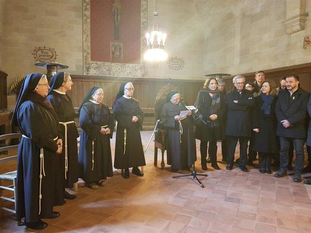 La alcaldesa Ada Colau y concejales visitan a las monjas clarisas de Pedralbes